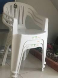 10 cadeiras de plástico