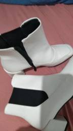Bota branca de couro