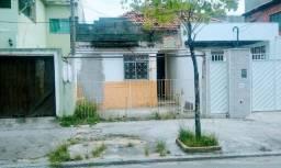 Vendo casa antiga para reforma em ótima localização