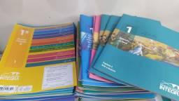 Livros do ESIC internacional do primeiro ano do ensino médio