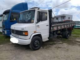 Título do anúncio: Caminhão carroceria 710 Plus