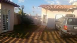Casa de canto no melhor condomínio fechado de Águas Lindas de Goiás