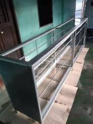 Balcão de alumínio e vidro