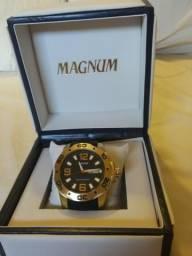 ef082c7cb2d Relógio Magnum novo