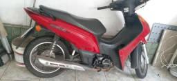 Vendo está moto Biz bem conversado moto de mulher pouco uso .  - 2014