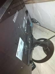Televisão e Monitor e TV Samsung com controle