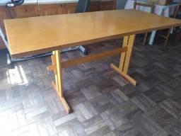 Mesa desmontável em madeira