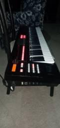 Vendo esse teclado sintetizador xps10 semi-novo.