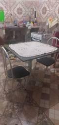 Vendo essa linda mesa de mármore.