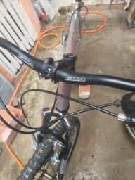 Bicicleta quadro de alumínio e Shimano