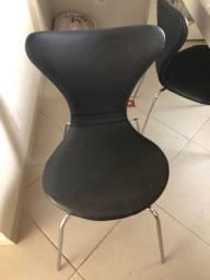 Vendo 2 cadeiras formiga estofadas