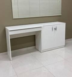 Mesa com gaveta e armário
