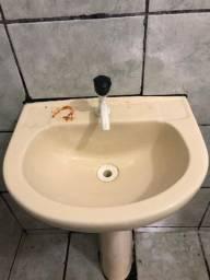 Pia de banheiro + pia de cozinha