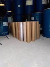 Tubetes de papelão medindo 52 centímetros de comprimento por 10 centímetros de diâmetro