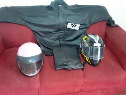 Capa de chuva , capacete