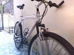 Bike de alumínio aro 26.
