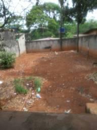 Vende-se uma casa no Colina Azul na Rua Tangará