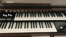 Órgão eletrônico acordes