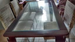 Mesa de madeira e vidro em ótimo estado com 4 cadeiras estofadas