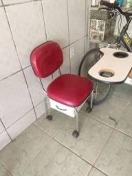 Vendo cadeira de manicure com marcas de uso