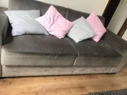 Vendo Sofá - Na cor cinza, com almofadas coloridas