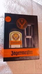 Licor Jagermeister + 2 shots glasses