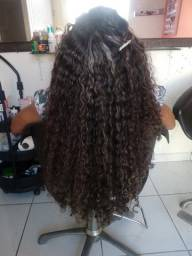 Precisa-se de cabelereiro (a)