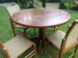 Mesa com 4 cadeiras de palhinha