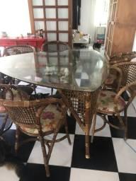 Linda mesa com 6 cadeiras