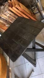 Vendo mesa dobrável 70x70 cor preta. Semi nova. Entrego