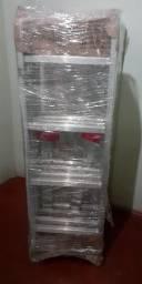 Escada de alumínio multifuncional com 16 degraus.
