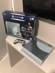 PS4 Pro 1TB versão especial God of War + The Last of Us Remasterizado