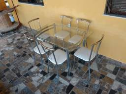 Mesa cromada c/ Vidro R$ 650