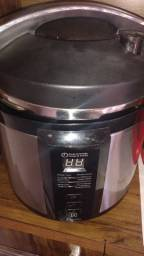 Panela elétrica digital Electrolux de pressão e cozinhar