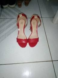 Vende-se esse par de sapatos