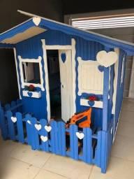 Vendo casinha de madeira aceito propostas !!
