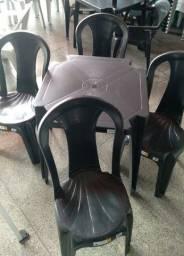 Jogo de mesa com 4 cadeiras bistrô preto ,suporta 140 kilos