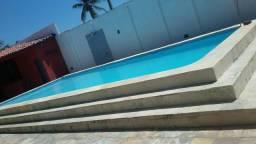 Alugo casa com piscina na praia da caponga