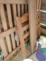 Vendo 2 camas de solteiro de macacauba mais elas estão sem os parafusos