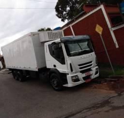 Caminhão Truck Baú Refrigerado