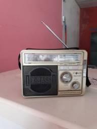 Rádio AM FM funcionando normal valor $ 60. Ligações 98102'3247