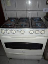 Fogão de  6 bocas o forno acende  no eletrico