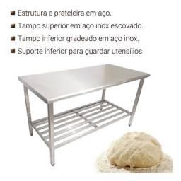 Mesa em aço inox com grade inferior