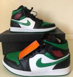 Tênis Nike Air Jordan 1 Mid - Green Toe (41)
