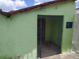 Casa com 2 quartos + Banheiro social (Local tranquilo e bem localizado) Oportunidade