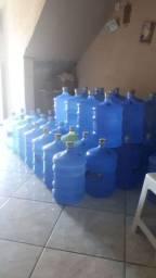 Vendo vasos de agua mineral