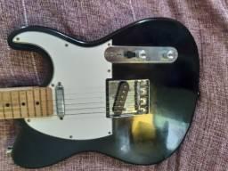 Guitarra menfhis e caixa acústica meteoro em promoção.