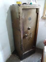 Cofre fechando na Chave (Usado e pesado)