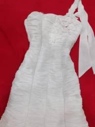 Vestido branco pra noiva loja Maria Brasil dentro da galeria