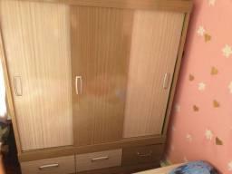 Guarda roupa de 3 portas e 3 gavetas